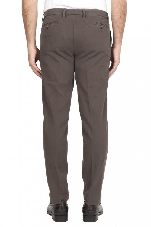 SBU 02924_2020AW Pantalones chinos clásicos en algodón elástico marrón 01