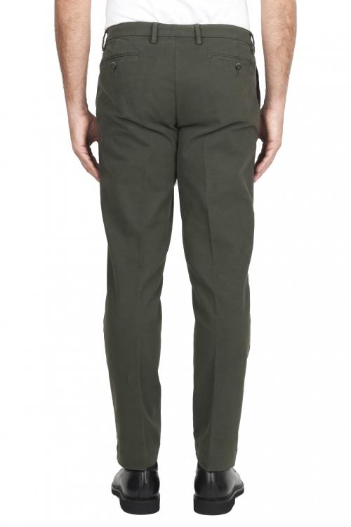 SBU 02926_2020AW Pantalones chinos clásicos en algodón elástico verde 01