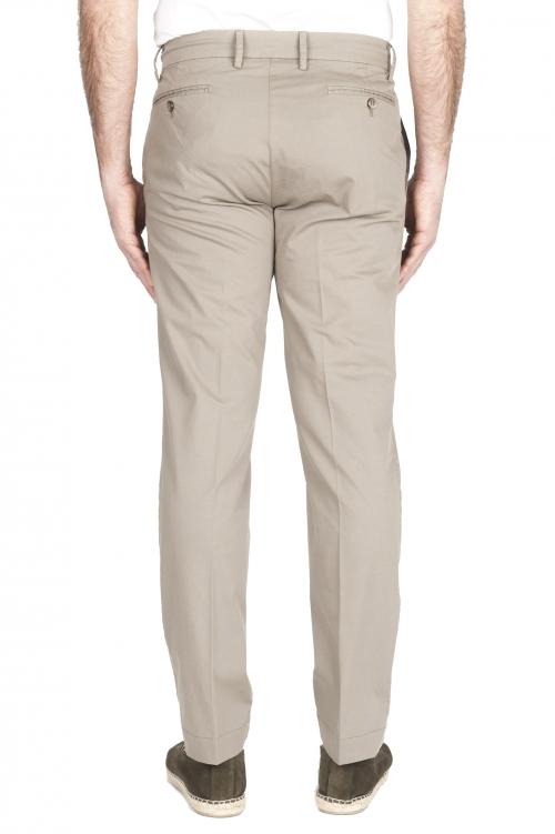 SBU 03256_2021SS Pantalón chino clásico en algodón elástico en arena 01