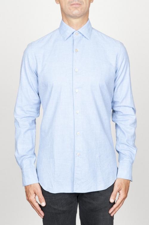 クラシックなポイントカラーライトブルーのコットンのネルシャツ