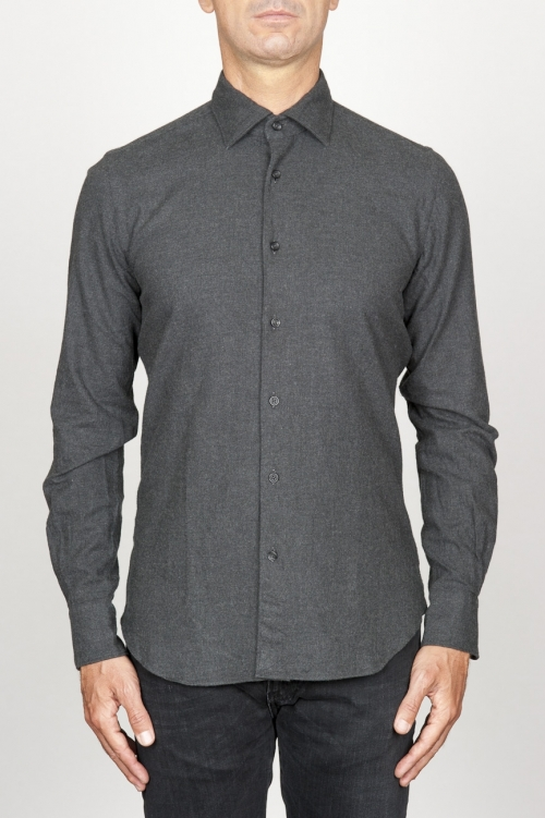 クラシックなポイントの襟の灰色の綿のネルシャツ