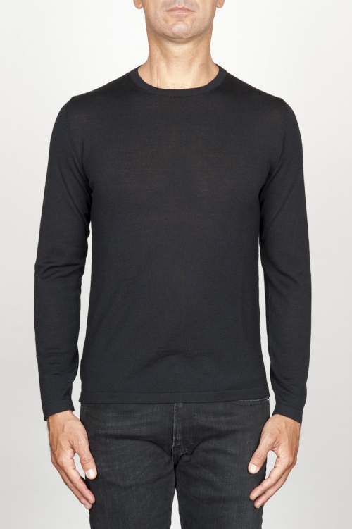Classic crew neck sweater in black merino wool