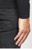 SBU 00948 Pull classique à col rond en laine mérinos noire 06