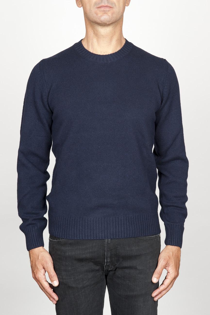 SBU 00956 ブルーカシミアブレンドのクラシッククルーネックセーター 01