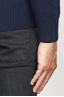 SBU 00956 ブルーカシミアブレンドのクラシッククルーネックセーター 06