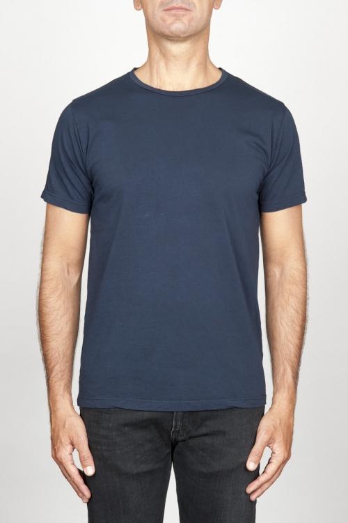 Clásica camiseta de algodón azul de cuello redondo amplio y manga corta