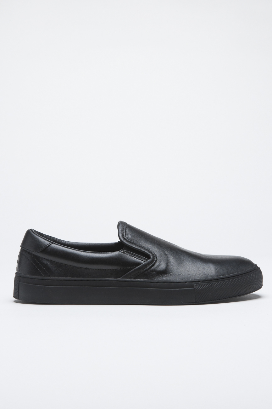 SBU 00996 Original slip on en cuero negro 01