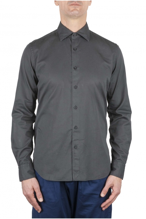 Clásica camisa slim-fit