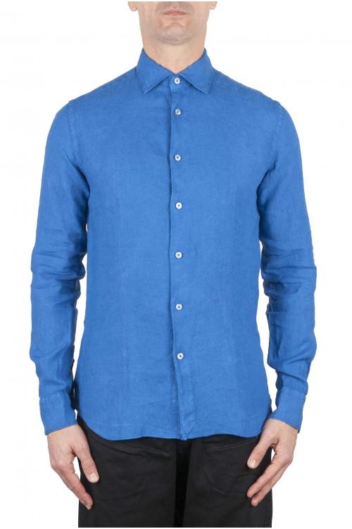 スリムフィットのリネンシャツ