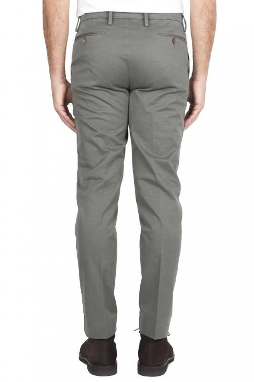 SBU 01538_19AW Pantalones chinos clásicos en algodón elástico verde 01