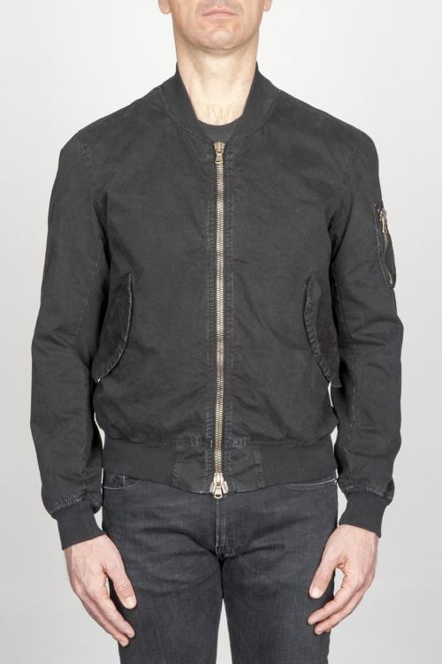 黒い石で洗練されたクラシックフライトジャケット