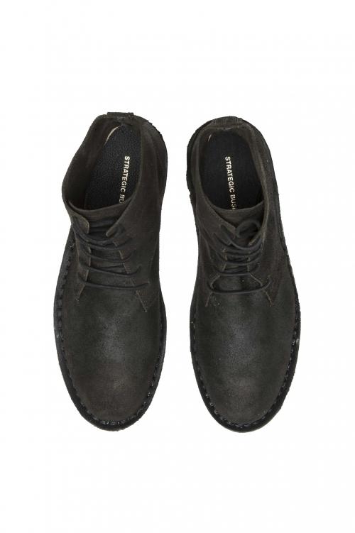 SBU 01508_19AW クラシックなハイトップ・デザート・ブーツ、ブラック・オイル入りカーフスキンレザー 01