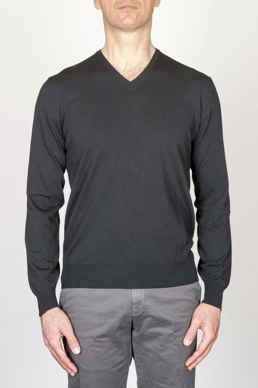 SBU - Strategic Business Unit - ブラックコットンの古典的なvネックのセーター