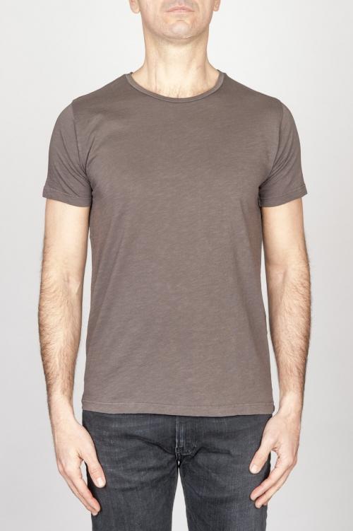 Clásica camiseta de cuello redondo amplio marrón manga corta de algodón flameado