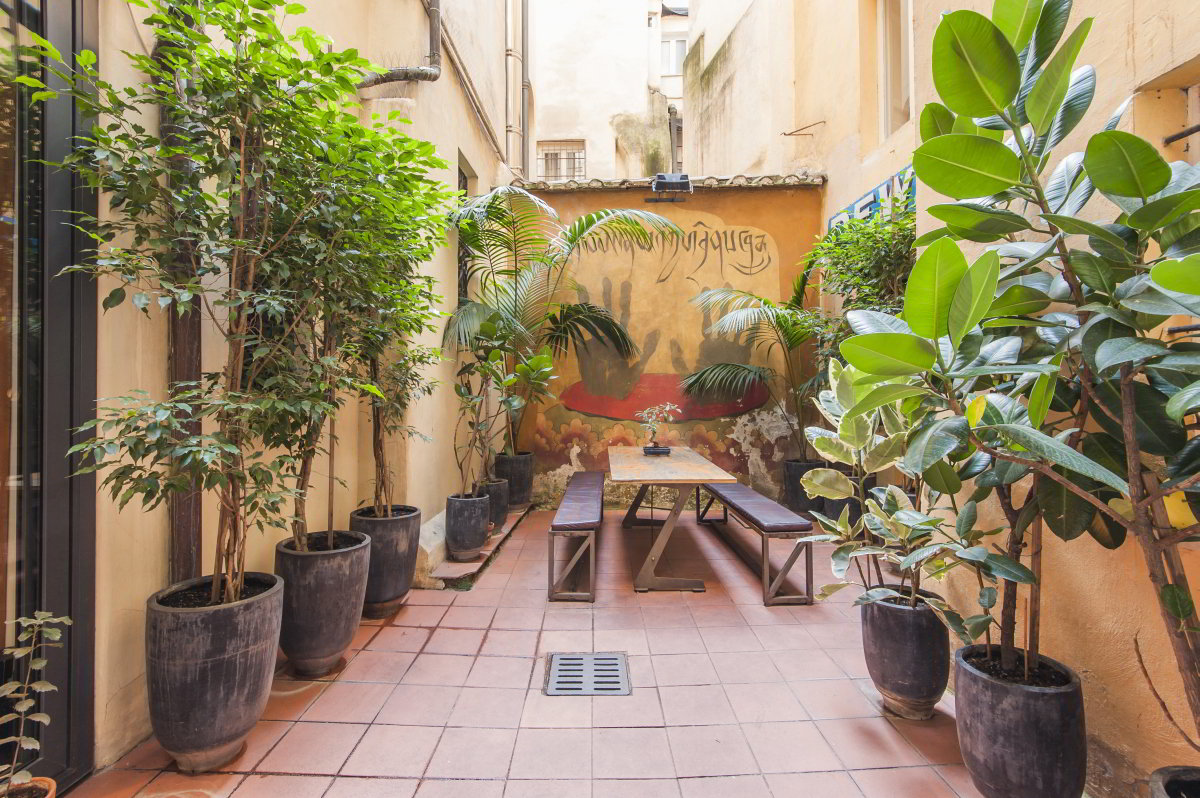 SBU Strategic Business Unit | Via San Pantaleo 68-69 | Rome | Italy | Inside the store | Backyard garden